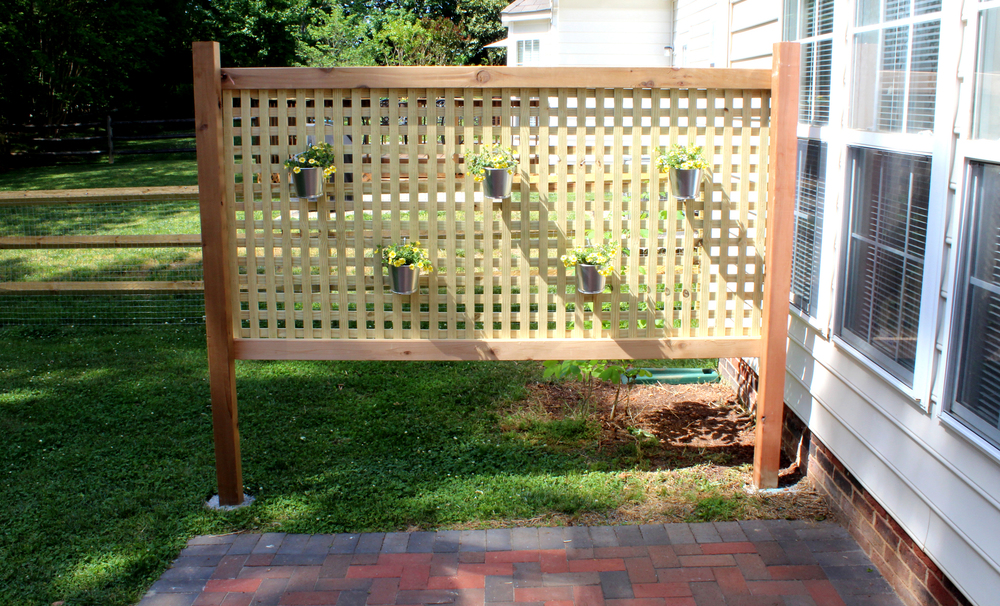 Wood patio privacy screen diy tag tibby for Cheap patio privacy ideas