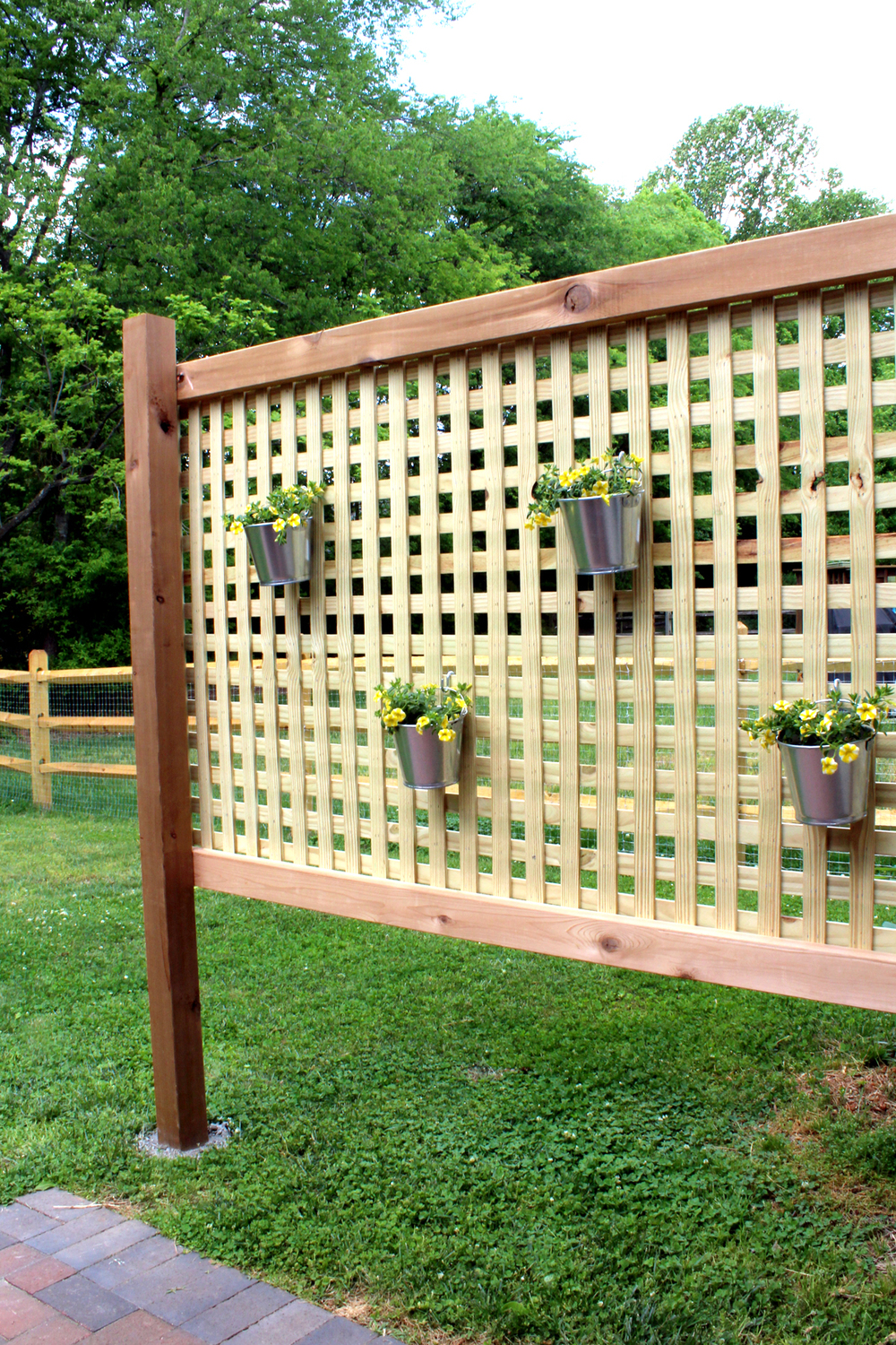 wood privacy screen DIY, weekend project idea!