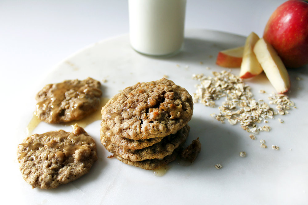 spiced apple oatmeal cookies for eHow