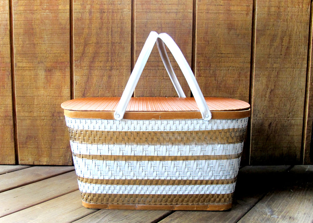 how to create a preppy picnic basket