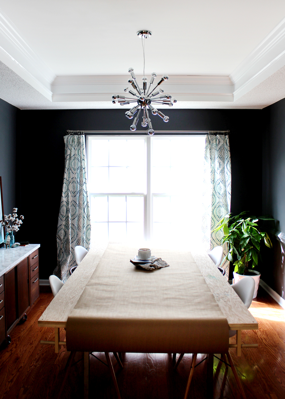 Modern Dark Dining Room (Peppercorn) dark grey walls