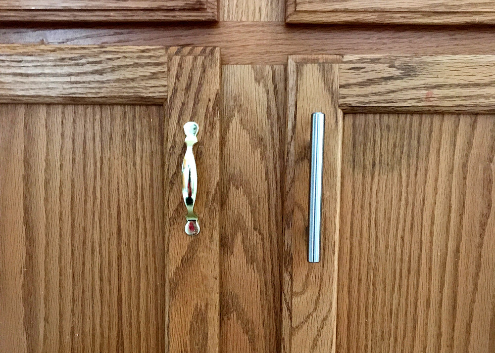small budget updates: replacing the dated kitchen hardware