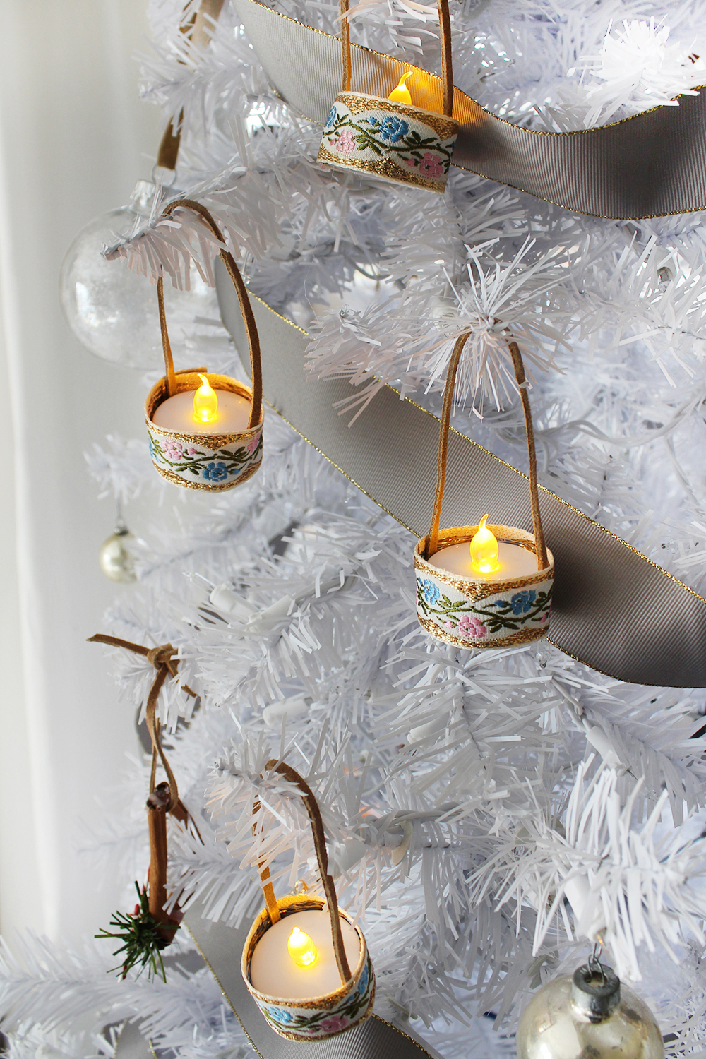 mini tealight ornaments are adorable and easy to make! #ChristmasDIY #Ornaments #HandmadeGiftIdea