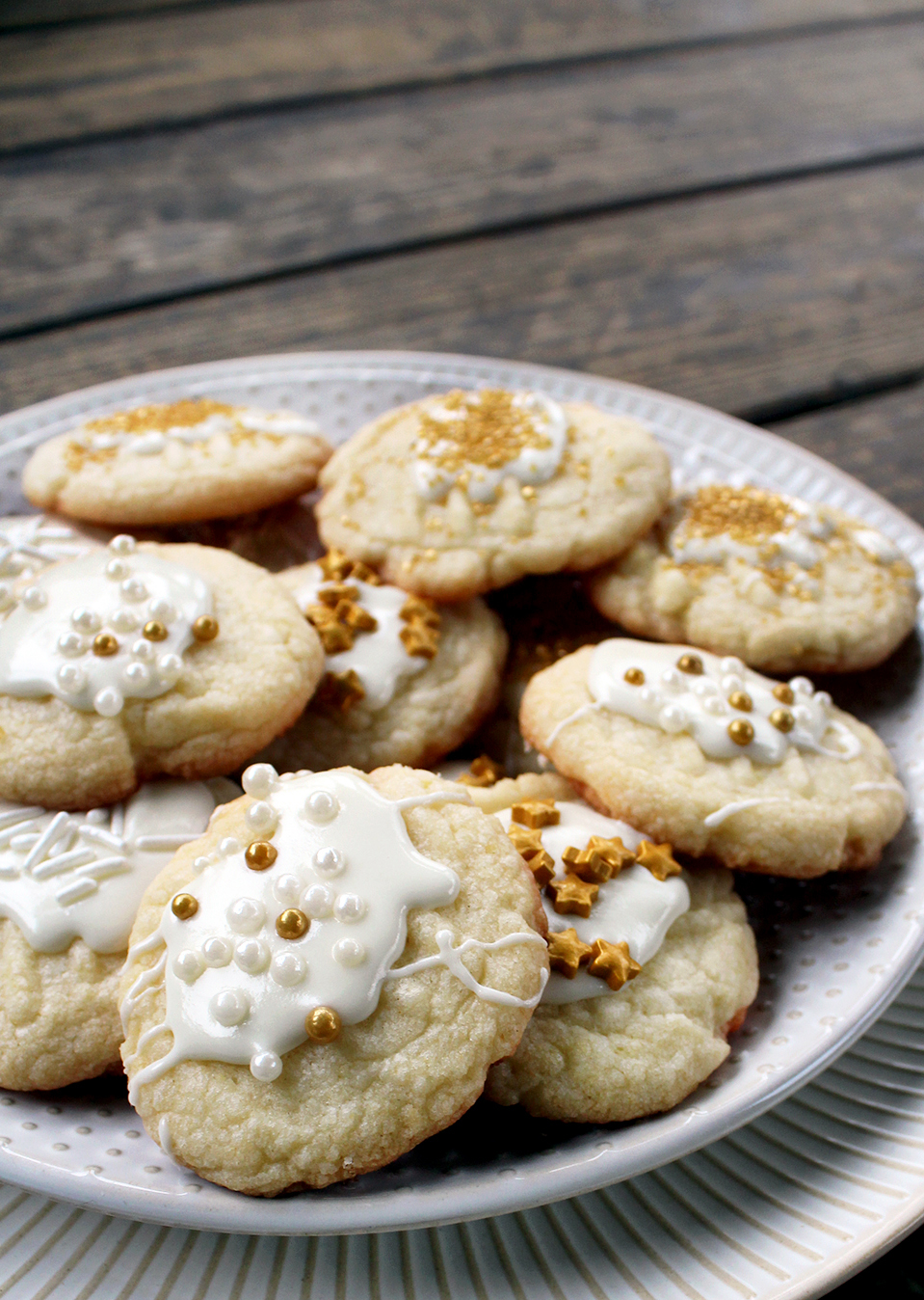 easy iced sugar cookies recipe with sprinkles