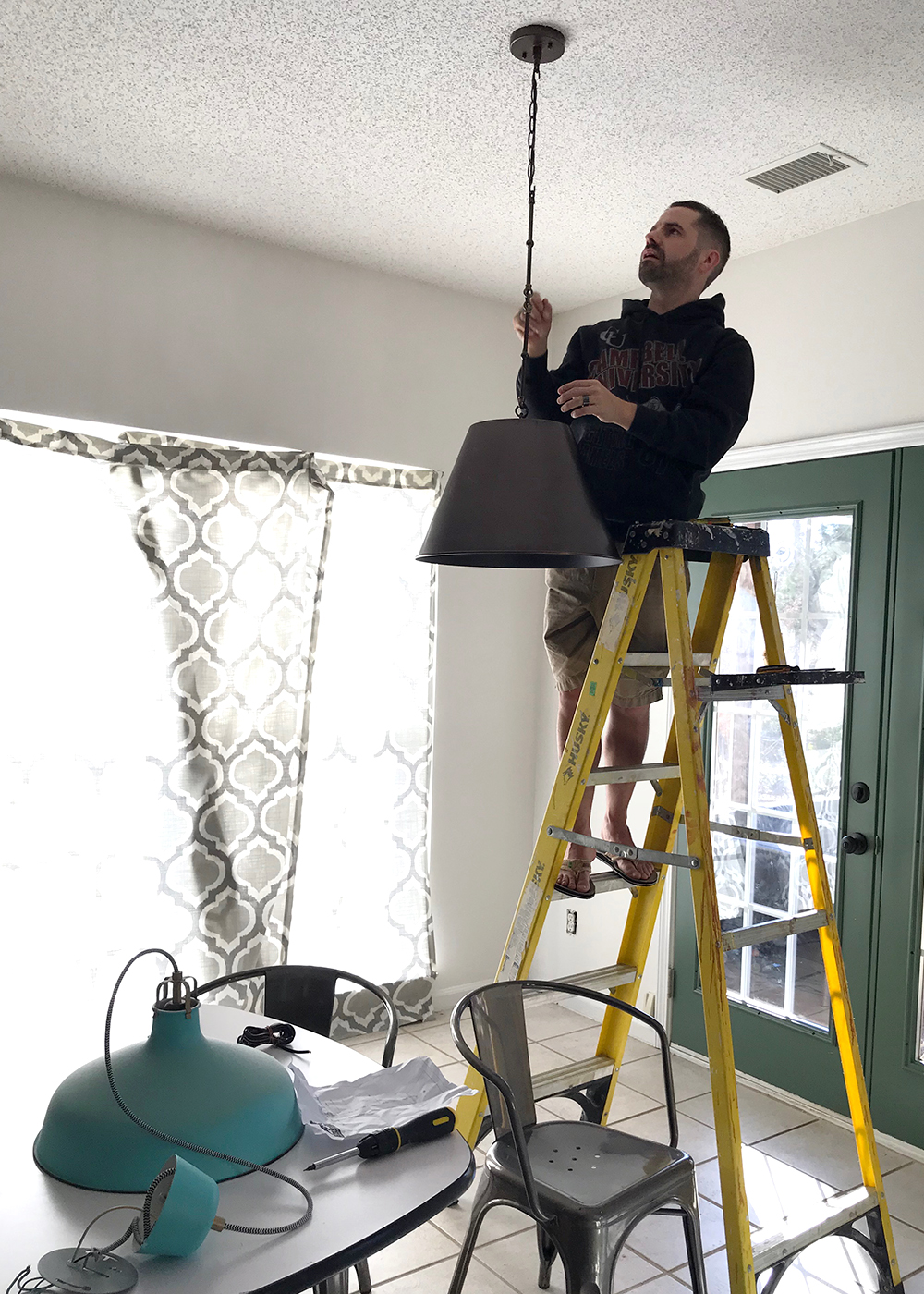 hanginglight.jpg