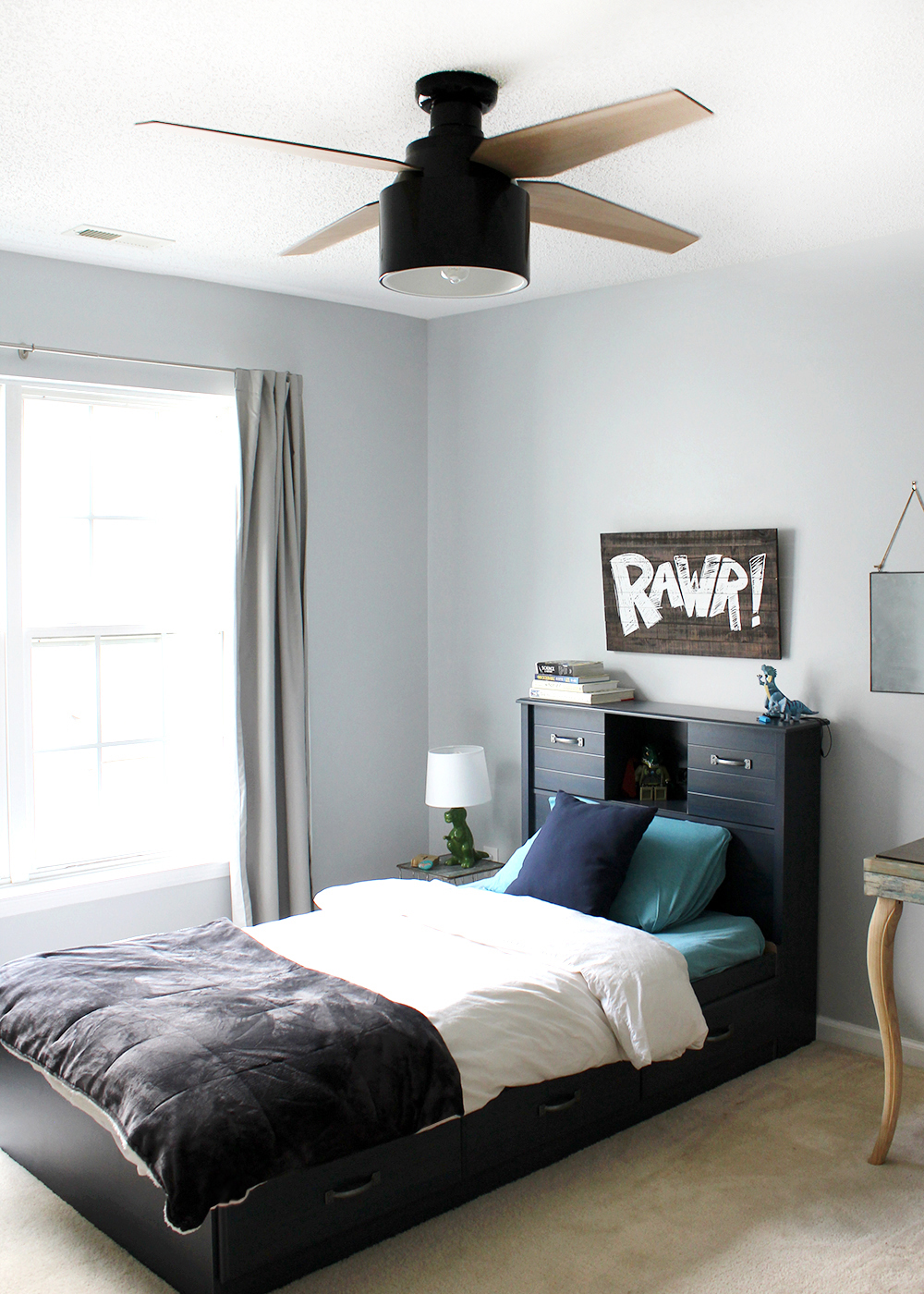 love this bedroom for a preteen boy! a little color but still neutral
