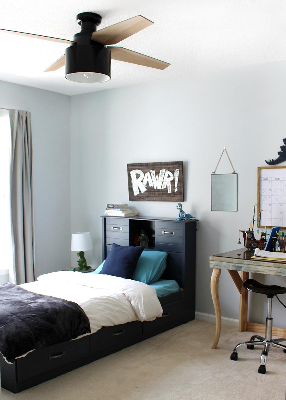 preteen boy room with blue walls and a modern black ceiling fan #kidsroom #kidsbedroom #teenroom #preteenroom