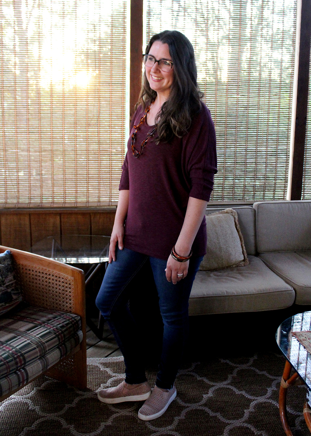 Skinny jean with burgundy top from Stitch Fix. Fall fashion ideas