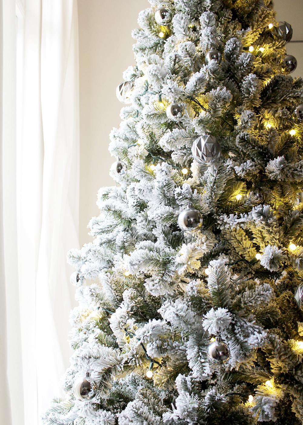 A Simple, Modern Flocked Christmas Tree — Tag & Tibby