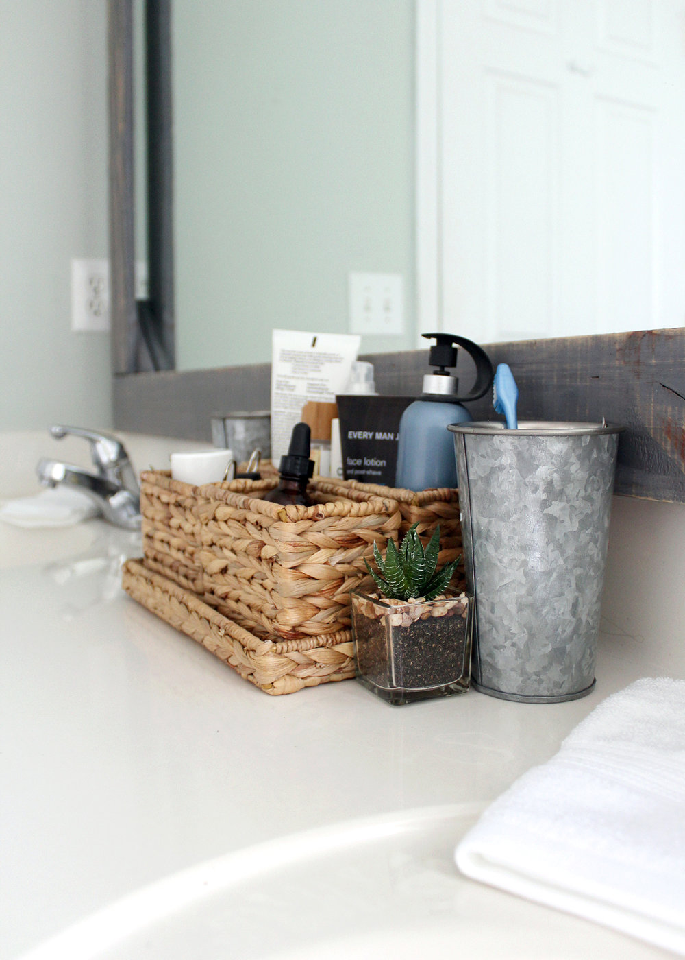 A Master Bathroom Refresh With Tuesday Morning #masterbathroom #budgetdecor #Ad #TuesdayMorningFinds
