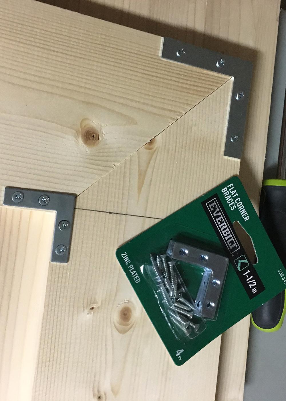 flat corner braces to make u-shaped shelf