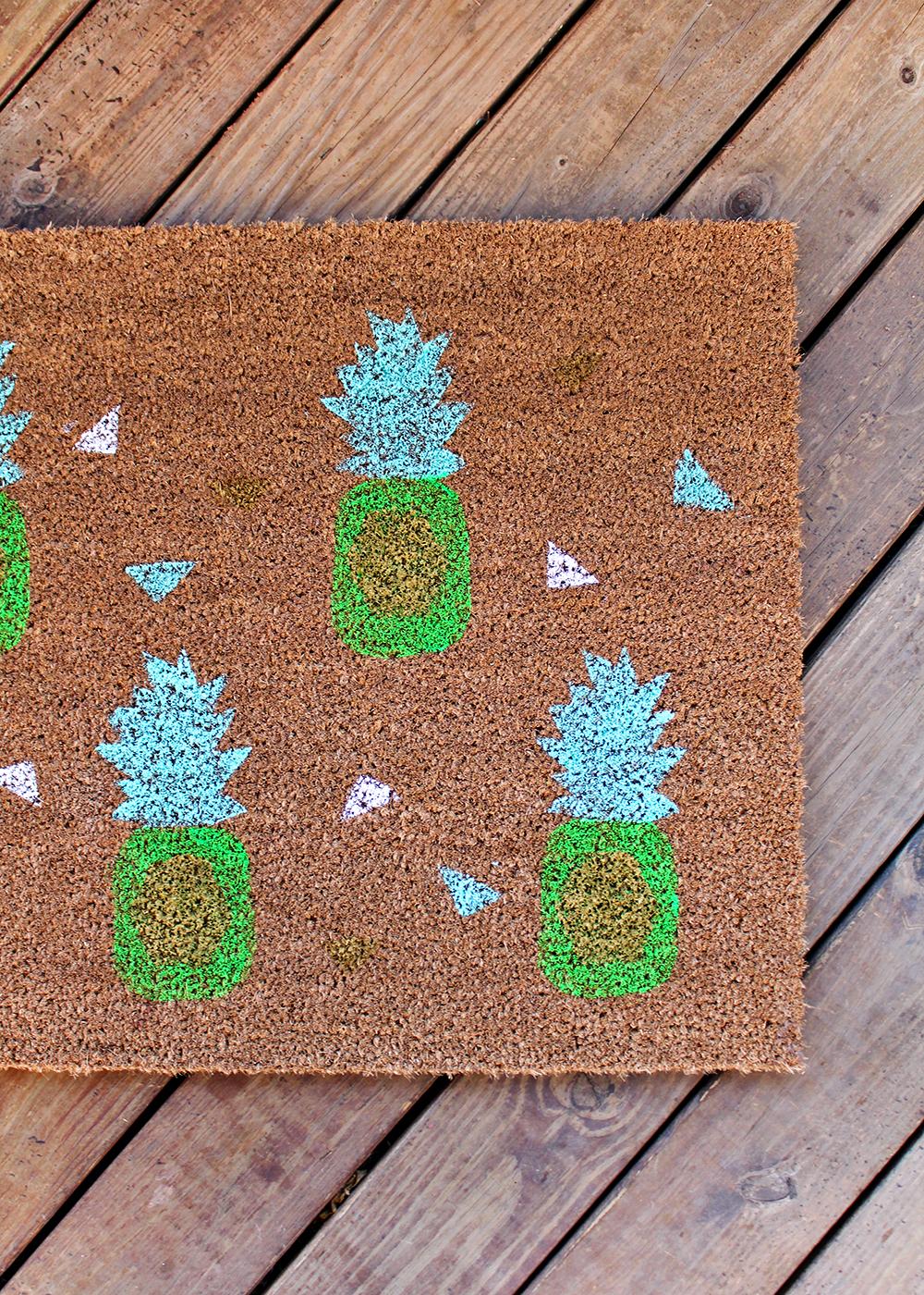 modern pineapple doormat DIY with printable #springDIY