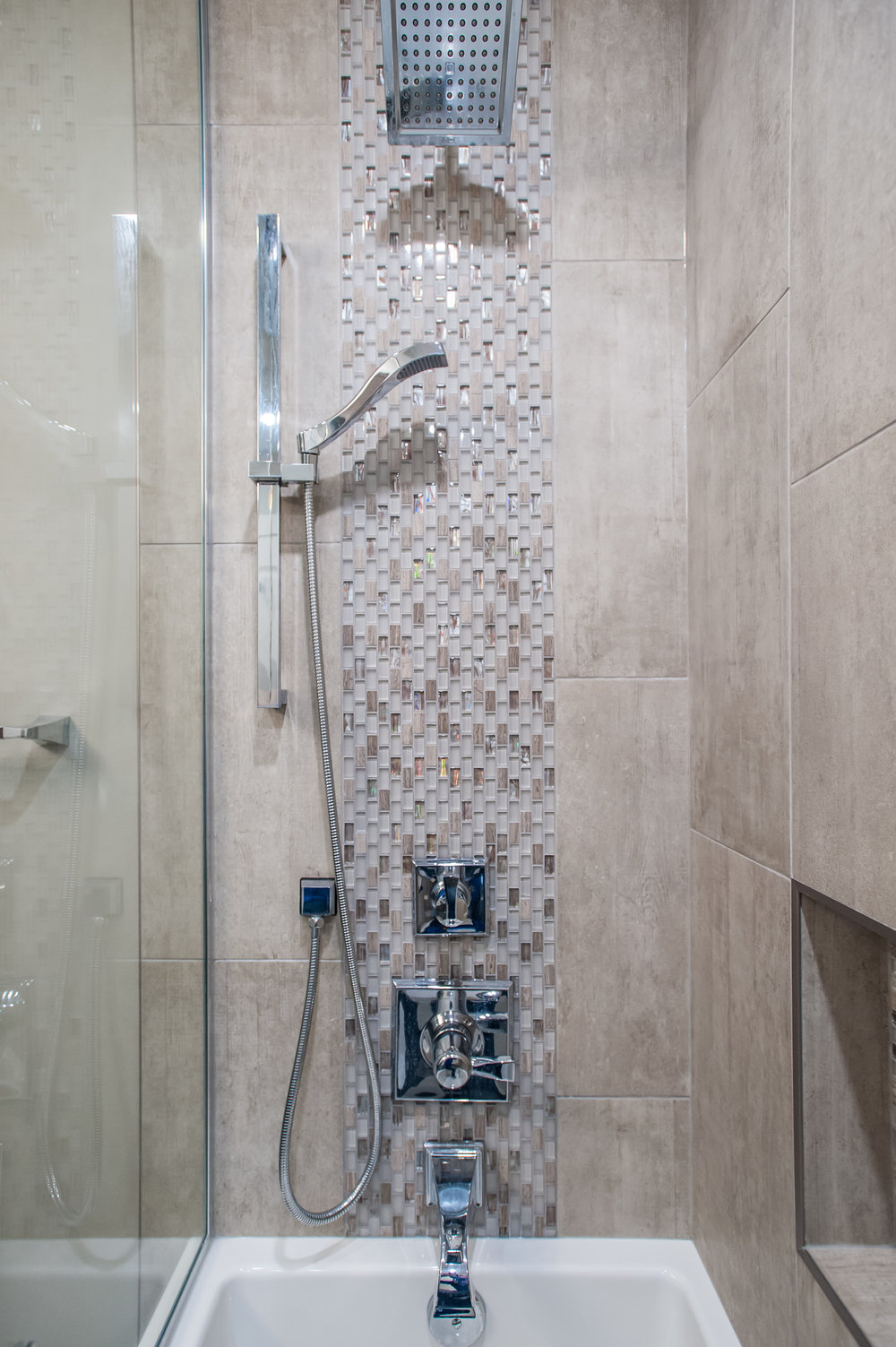 main_bath_shower_tile_accent_traditional