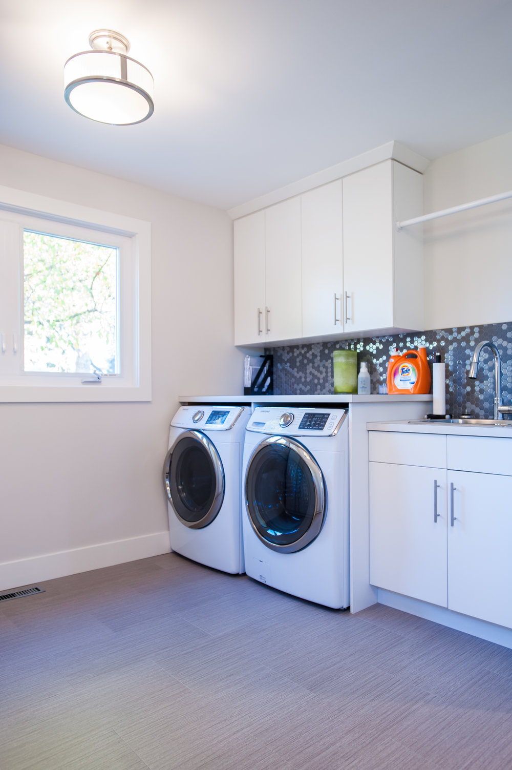 modern_laundry_room_scandinavian