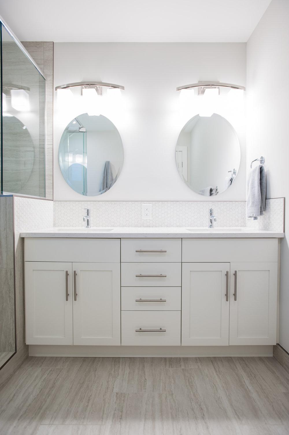 master_bath_modern_interiors