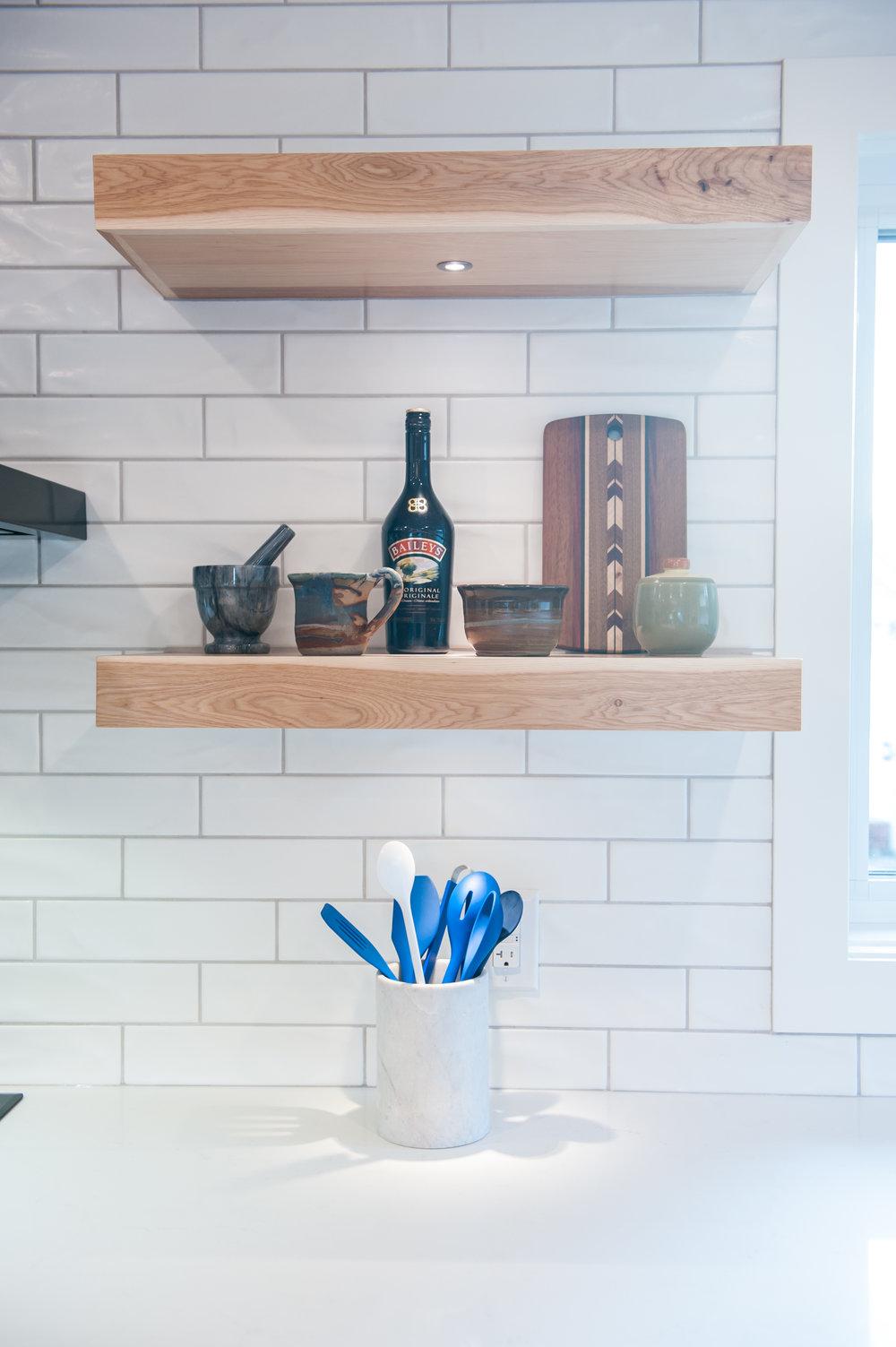 open_shelves_natural_maple_blue_white