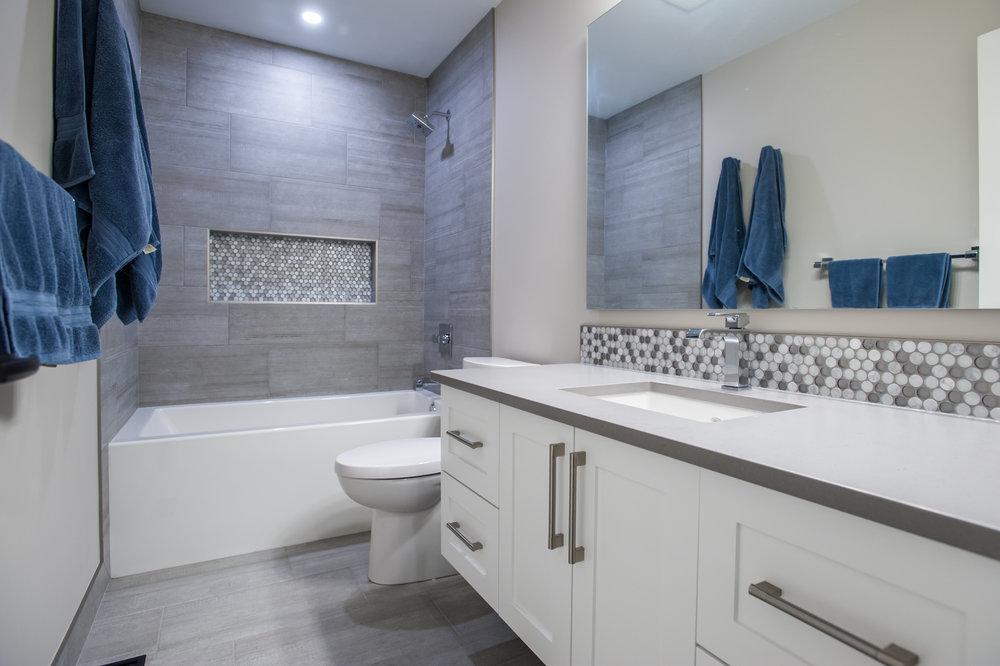 bathroom_grey_tile_tub