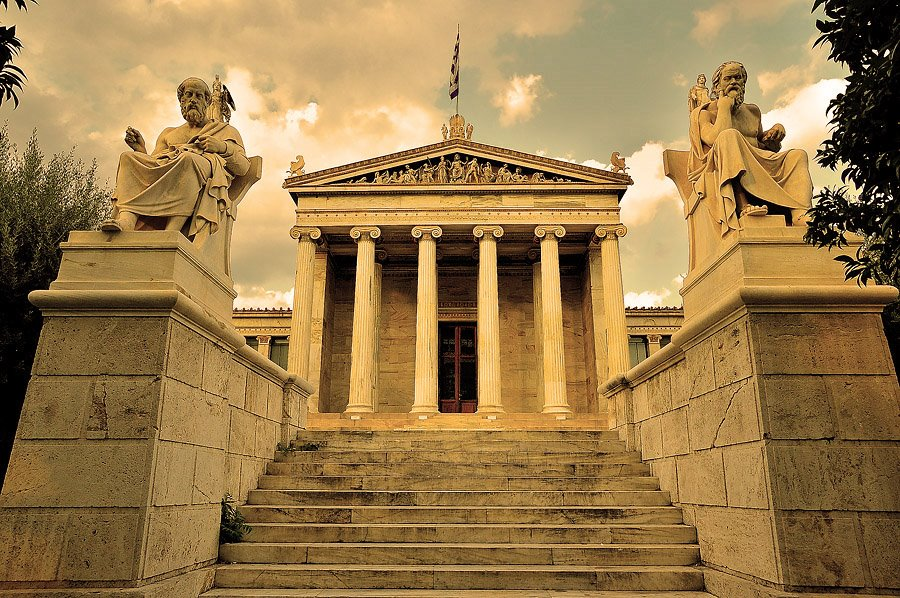 Columnas de estilo Jónico.