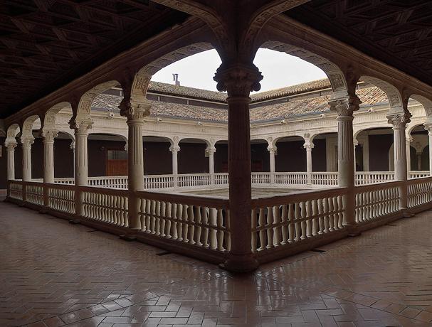 Palacio de los Condes de Miranda (Peñaranda de Duero,Burgos).Patio.