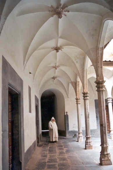 Bóvedas aristadas del claustrillo de la cartuja de Santa María en Porta Coeli.
