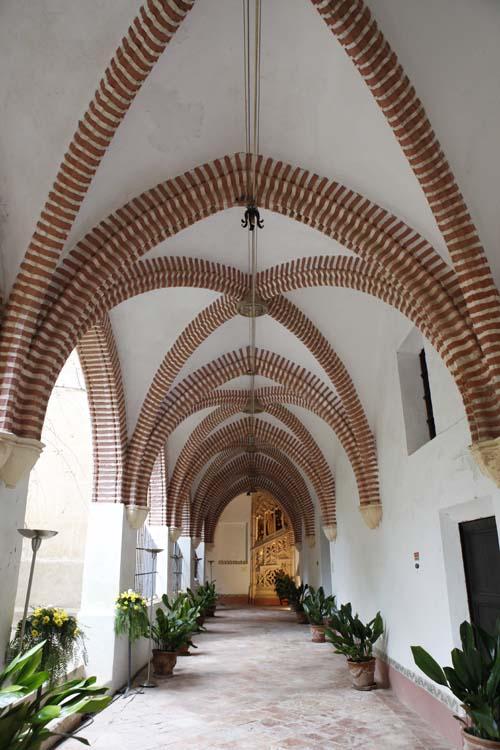 Bóvedas de crucería simple. Claustro del monasterio de San Jerónimo de Cotalba.