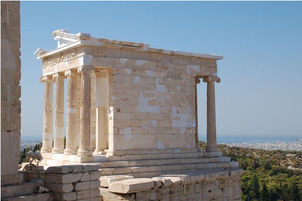 Templo de Atenea Niké. Conmemora la victoria sobre lospersasen laBatalla de Salamina.