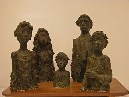 Familia, 1982.Ramón Muriedas. Bronce,47x70 x39 cm.