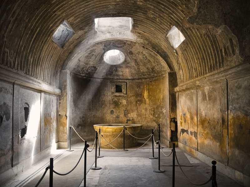 Termas de Pompeya donde se aprecia el caldarium.