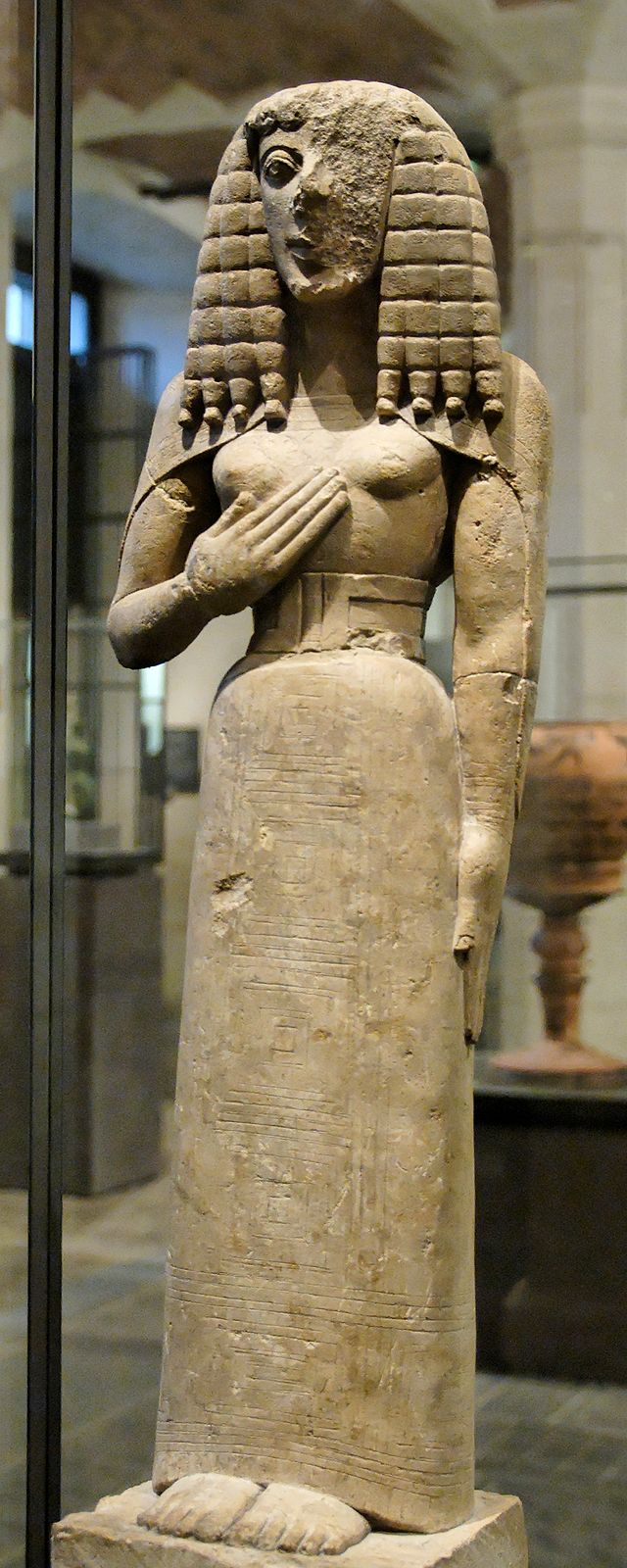 640px-Lady_of_Auxerre_Louvre_Ma3098_n1.jpg