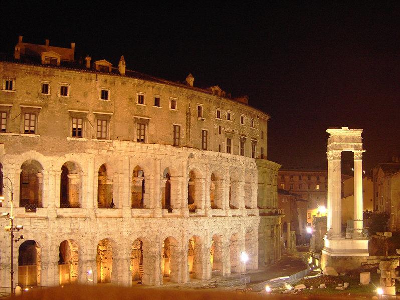 Teatro Marcello superposición de ordénes