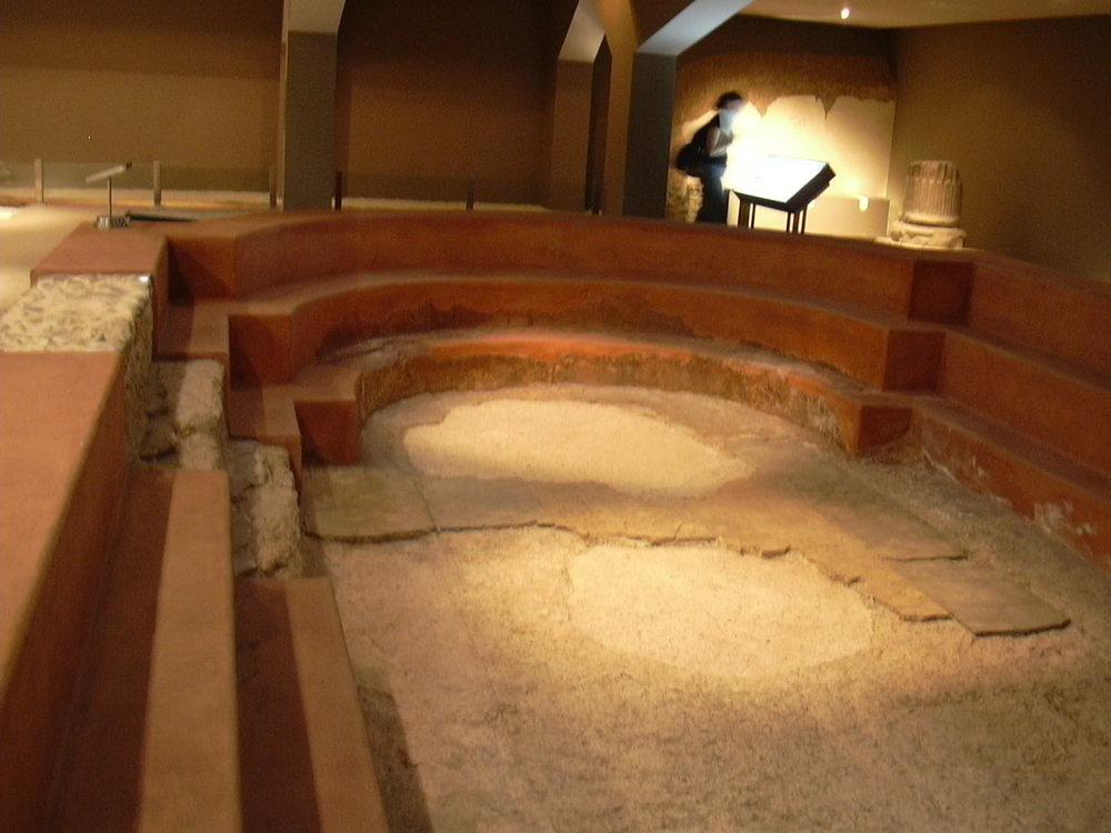 Frigidarium o natatio de las Termas romanas de Caesaraugusta.