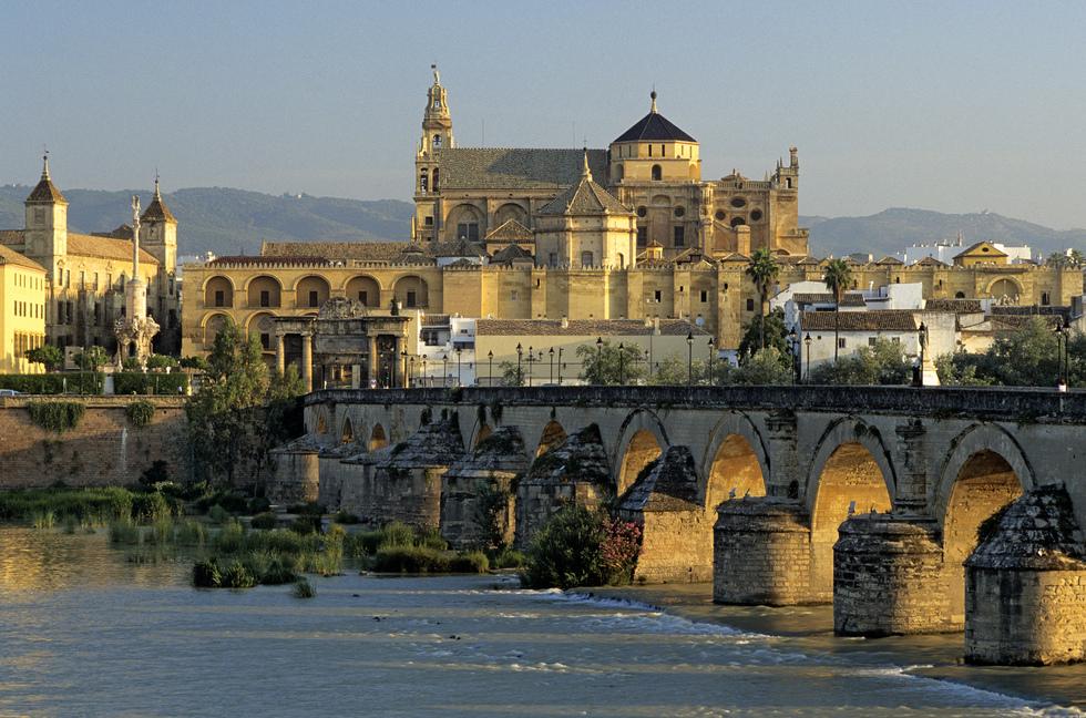 La-Mezquita-La-Catedral-y-el-Puente-Romano-sobre-el-Guadalquivir