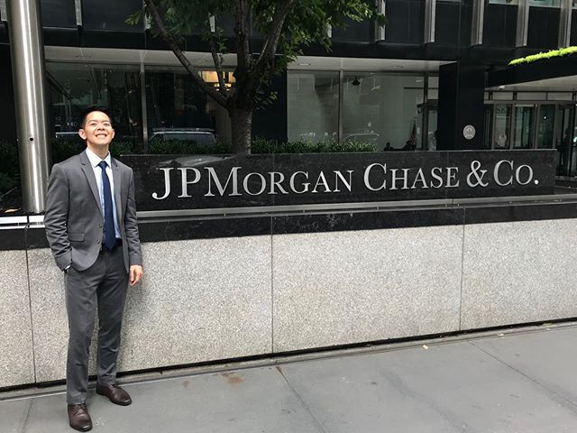 Tomy Duong (Spring '17) is #BackInBusiness as a Risk Summer Analyst 💸 at @jpmorgan! He loved being able to learn about wholesale credit analytics and putting his skills to the test 🛠 by stress-testing JPM's $800 billion exposure in different scenarios. When he's not pumping weights 💪🏼 at the gym, you can find Tomy listening to EDM and R&B. His favorite artists 🎶 include RL Grime, Illenium, and Slander. Find Tomy at a music festival 🎡 or rave near you, this fall!