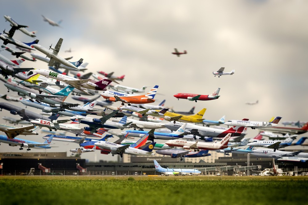 A composite image of aircraft taking off (Flughafen by Ho-Yeol Ryu)