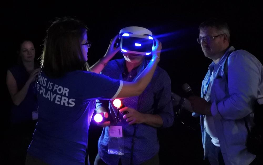 Gamescom 2015: Sowas von echt - Ich konnte Sonys VR-Brille Project Morpeus ausprobieren.  Eindrücklich.   SonntagsZeitung, 9. August 2015 .