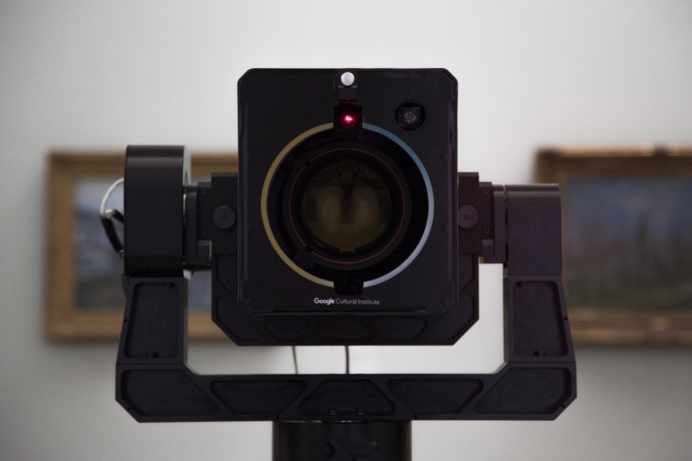 Google nimmt es ganz genau.Die robotergesteuerte Art Camera scannt Meisterwerke in Gigapixel-Auflösung. Die Sammlung von Weltruf steht im Google Kulturinstitut online der Öffentlichkeit zu Verfügung. SonntagsZeitung, 28. August 2016und Tagesanzeiger.ch Mehr Bilder dazu im Journal.