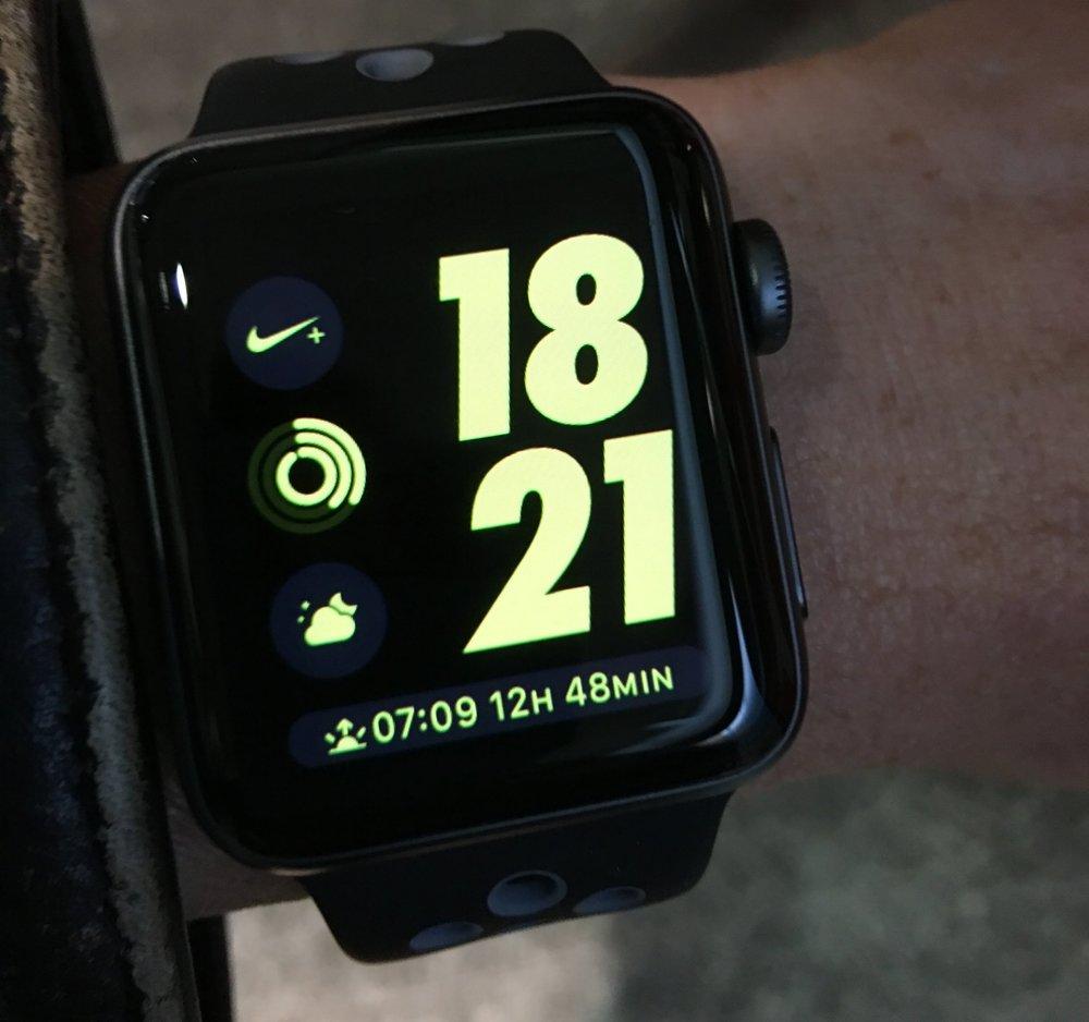 Mit dieser Uhr ist das Rennen gelaufen. Ich habe die Apple Watch Nike + und die Apple Airpods während zehn Wochen getestet. Was dabei herausgekommen ist? Lies selbst. SonntagsZeitung, 15.1. 2017