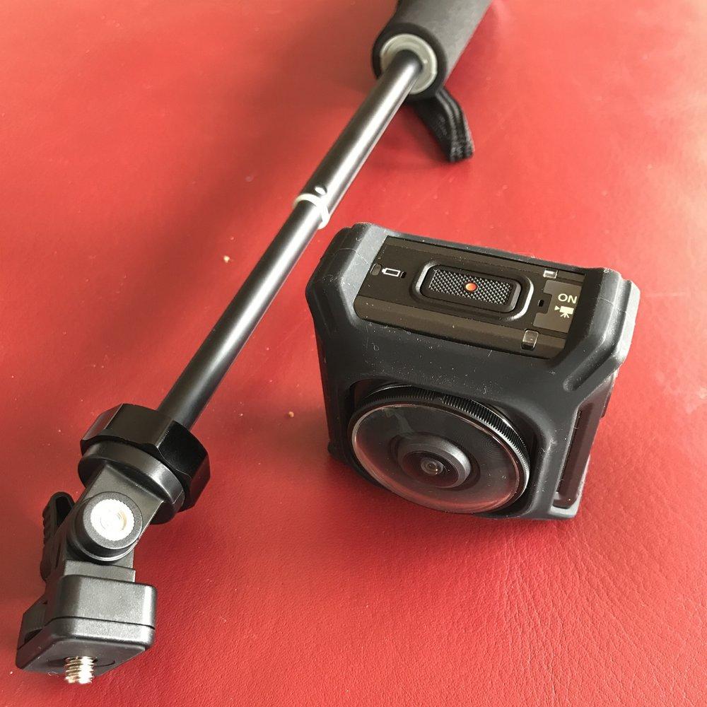 Nikon Keymission360: Rundum-Kamera mit Selfie-Stick, 2 Kameralinsen (je 180 Grad vorn und hinten), zum filmen - und fotografieren