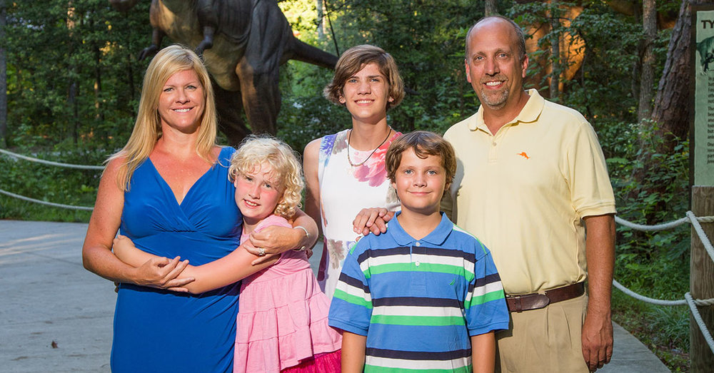 Kate, Forde, Caroline, Piper and Travis Hall photographed at Kings Dominion. Photo by Michael Simon Photography.