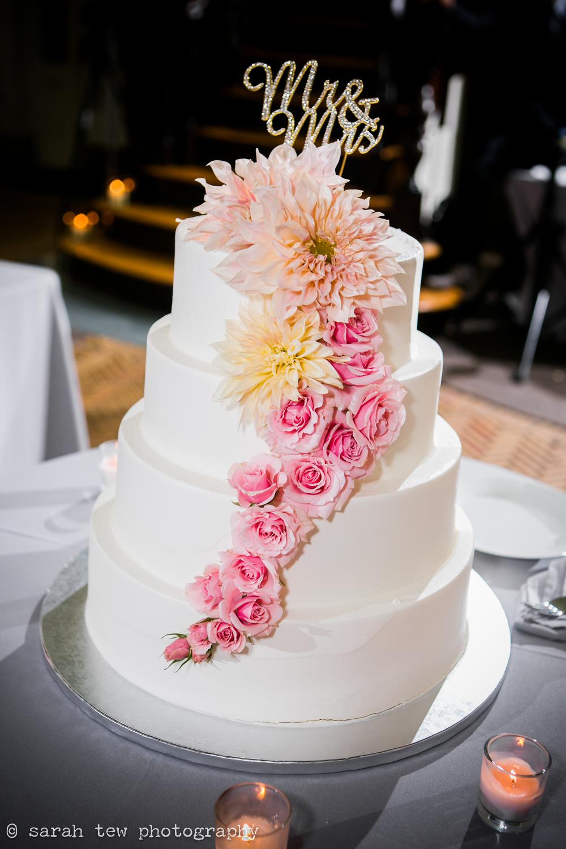 1156_Fabiola&Paras-Cake_©SarahTew.jpg