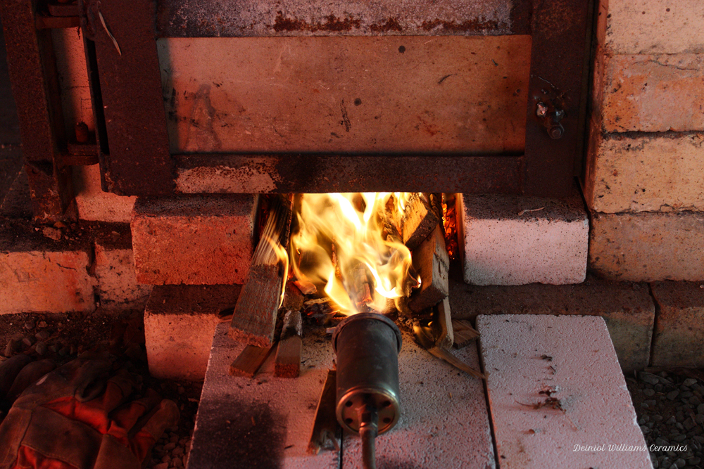 Gas burner and starting with firewood