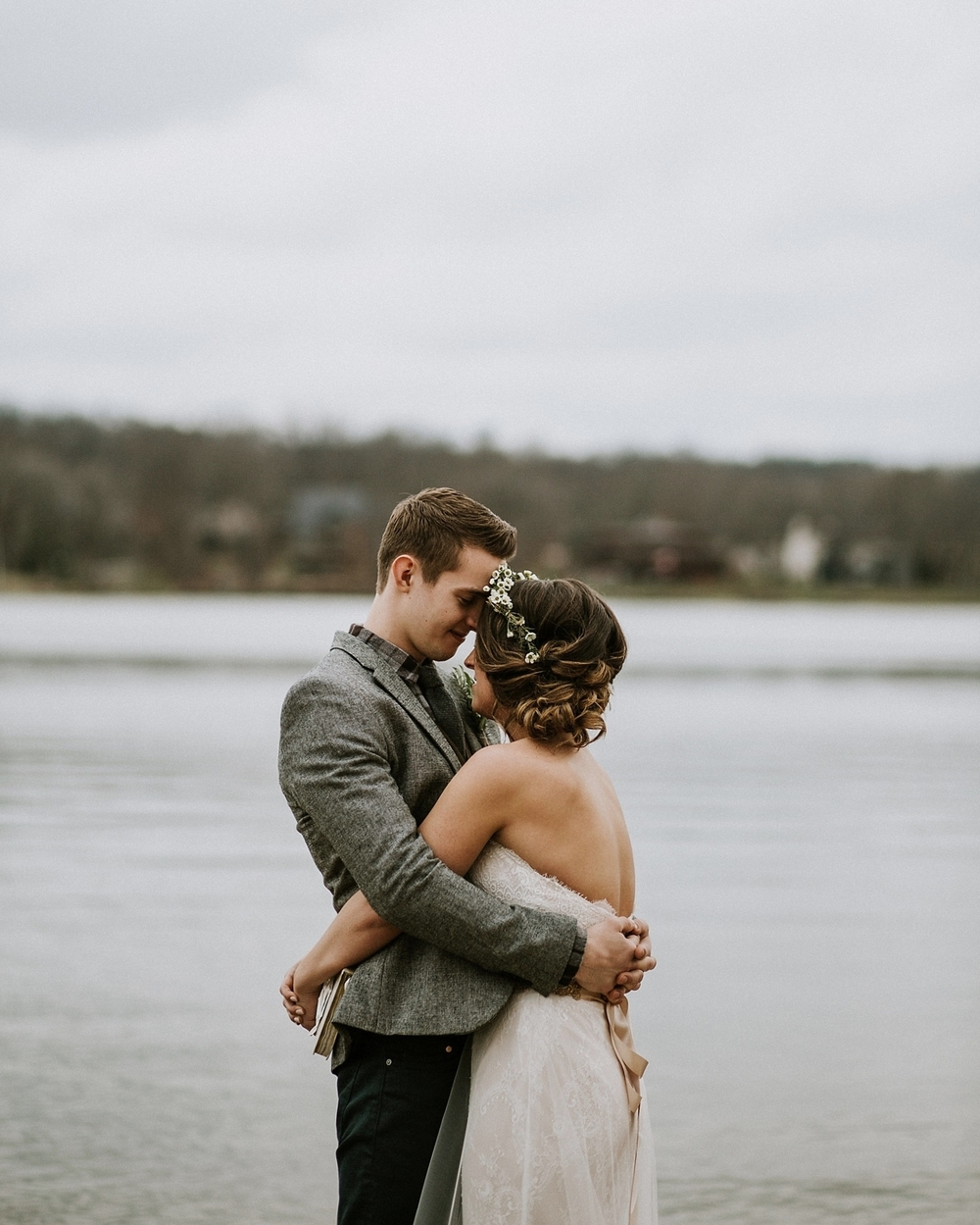 Whimsical Intimate Lake Summerset Lodge Wedding _ Nicole Lender Wedding Photography_0048.jpg