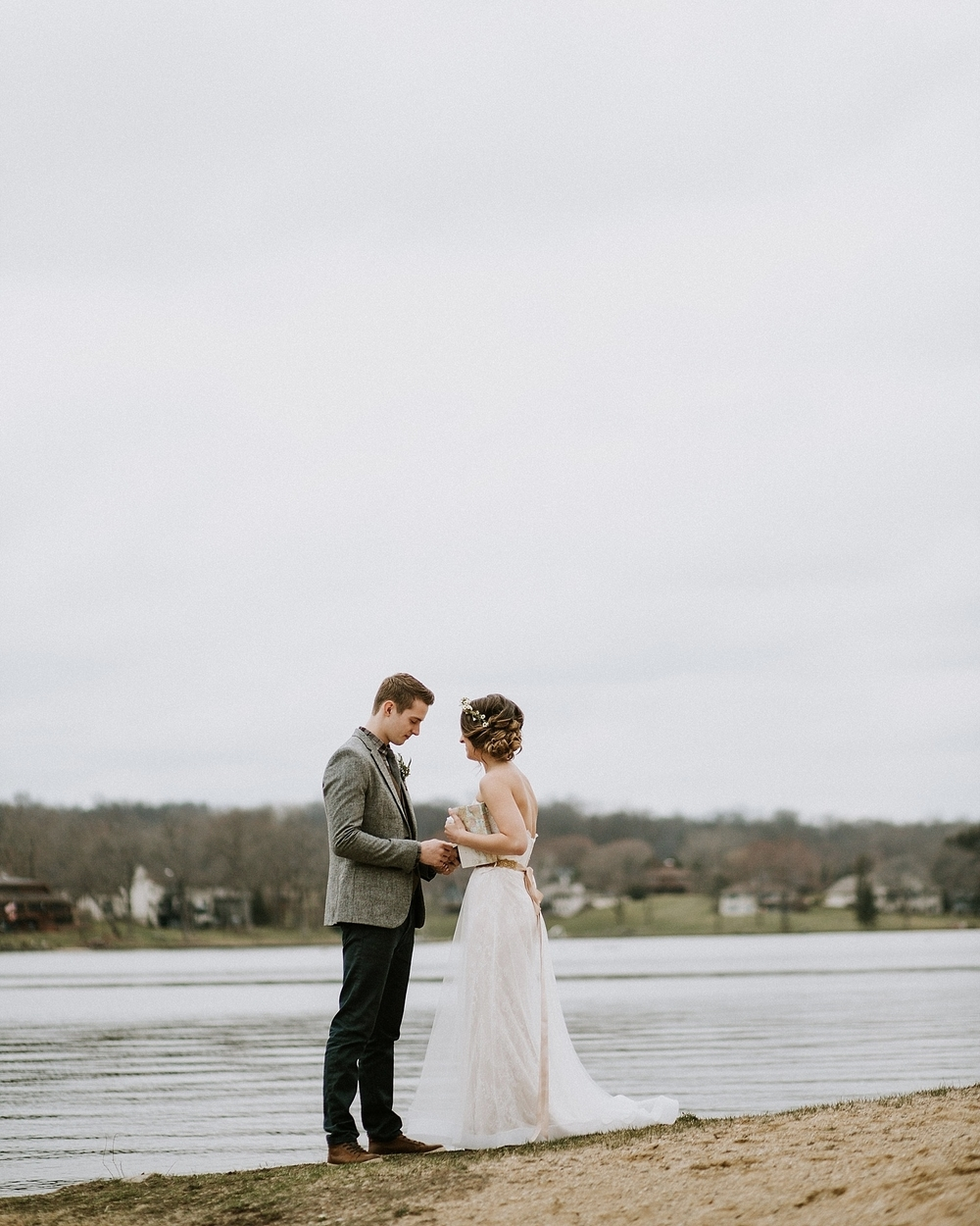 Whimsical Intimate Lake Summerset Lodge Wedding _ Nicole Lender Wedding Photography_0049.jpg