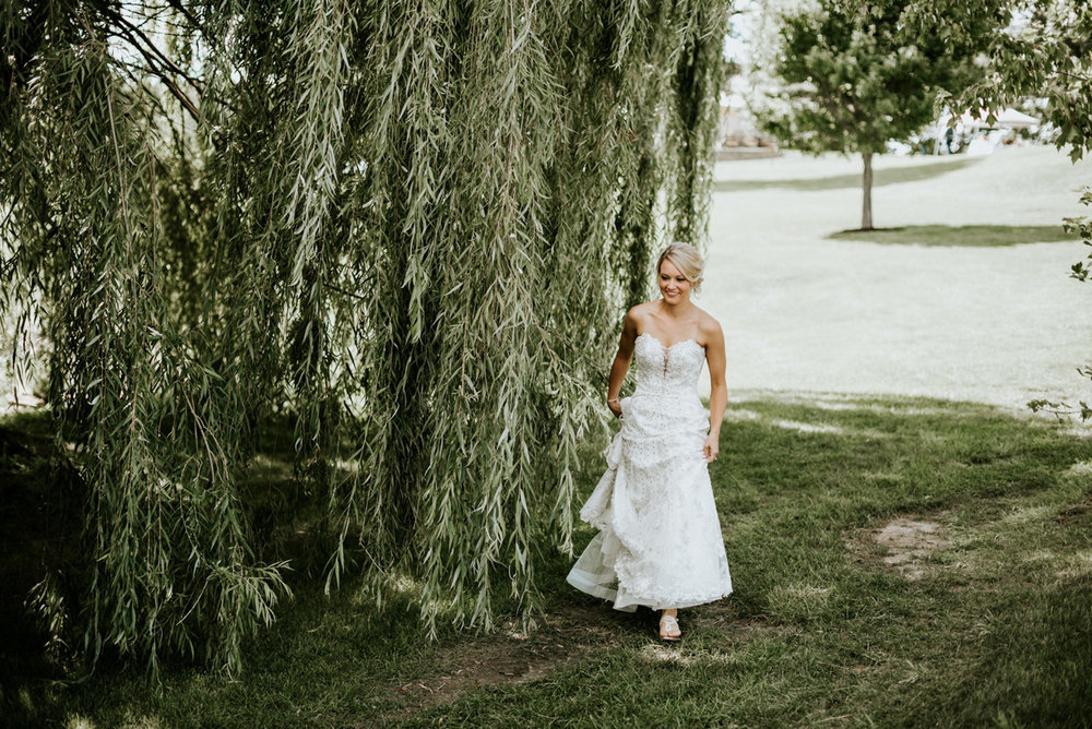 Kayla-Cody-Midwest-Summer-Backyard-Wedding-40.jpg