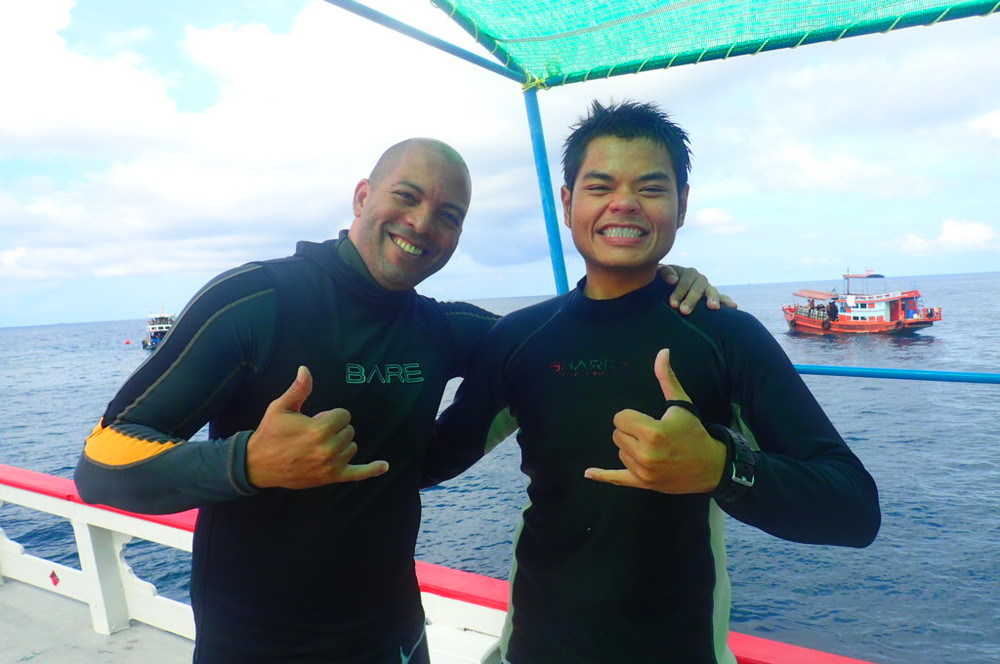 Felipe (left) and his dive guide, KaiNui (right)