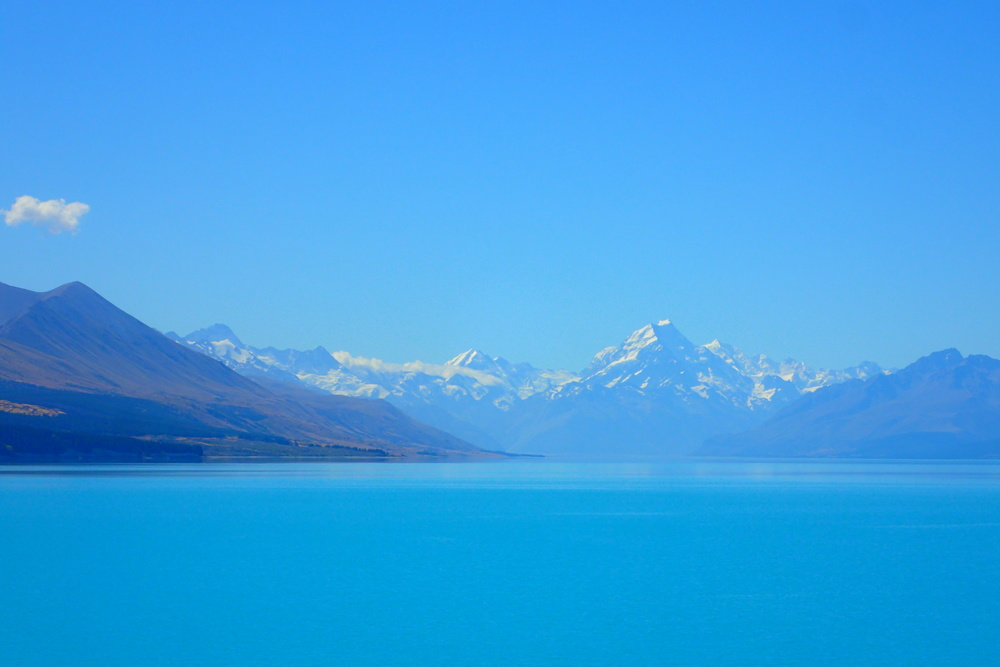 Lake Pukaki with Mount Cook in the background (New Zealand)