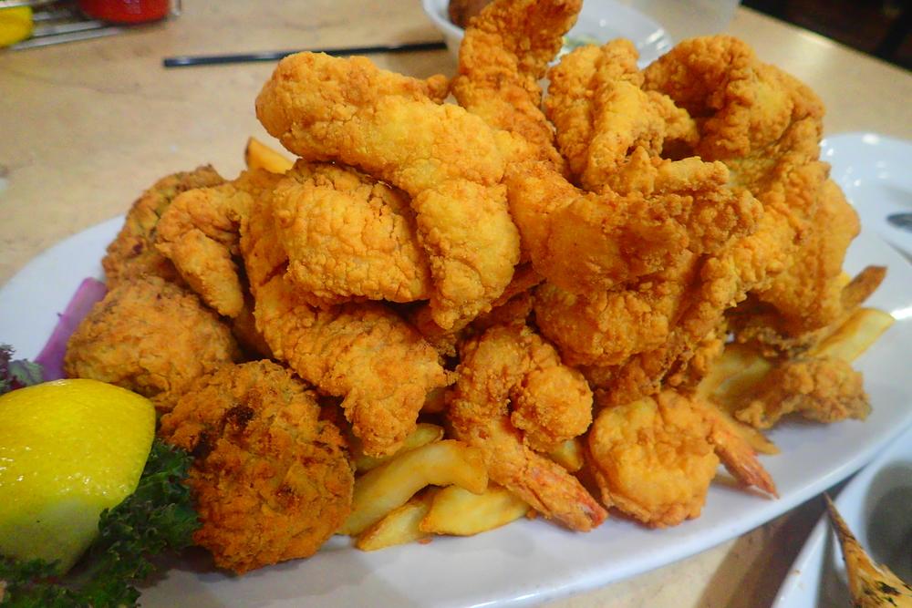 Deanie's half seafood platter