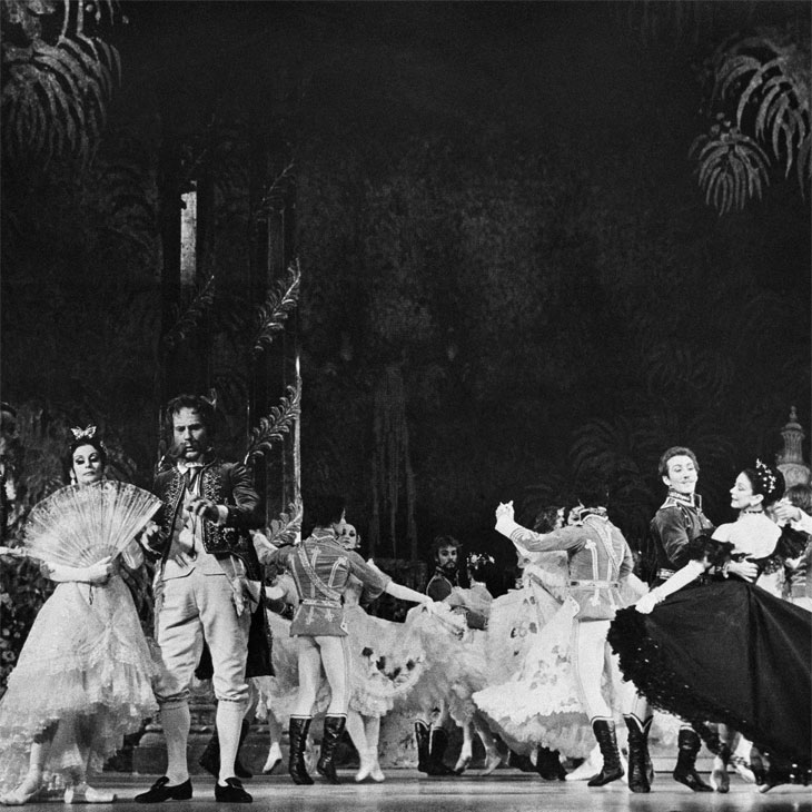 Margot Fonteyn and artists of The Australian Ballet performing The Merry Widow in New York, 1976. Photo by Martha Swope.