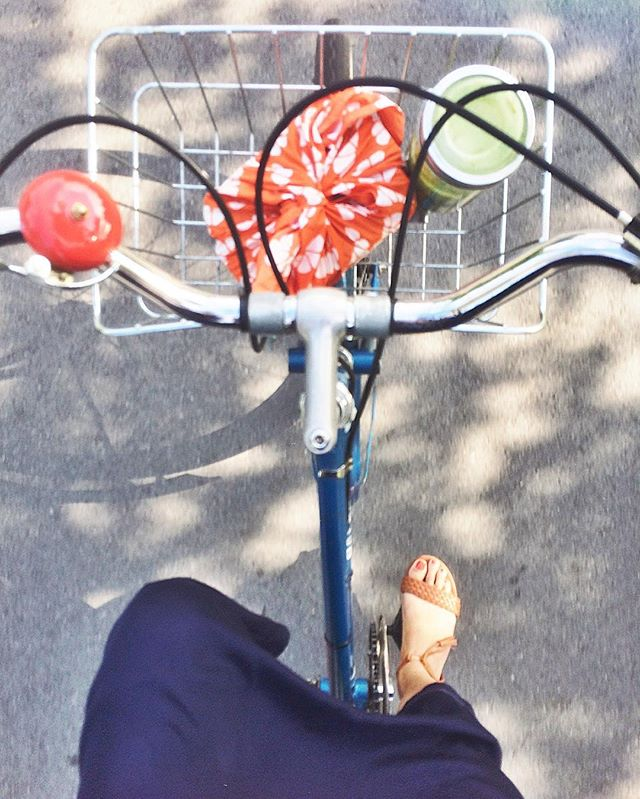 I never thought I'd live in #yvr long enough to be a 'Vancouverite', but it recently dawned on me that I've been cycling to work on a #vintageraleigh, while drinking green smoothies from a mason jar, wearing clothing that I've made by hand - and I'm okay with that 😄 - #slowlife #happycity #notafixie #livesimply #vanlover #prairiegirlatheart