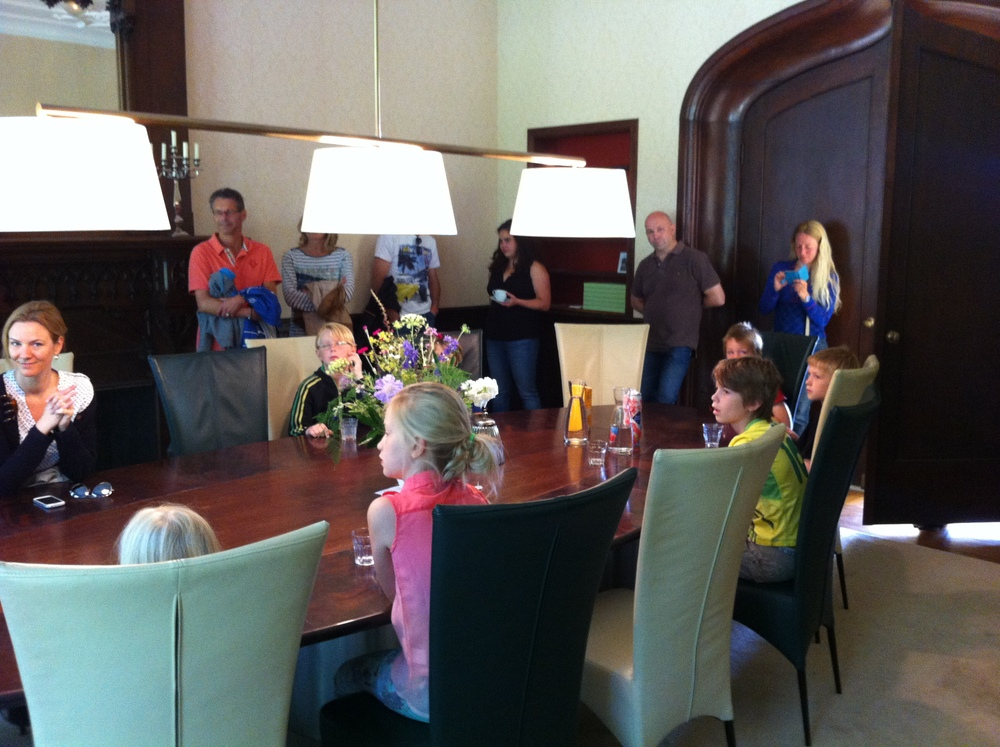 De introductie vond plaats in de sjieke Dorhout-Mees kamer van huis Leyduin.